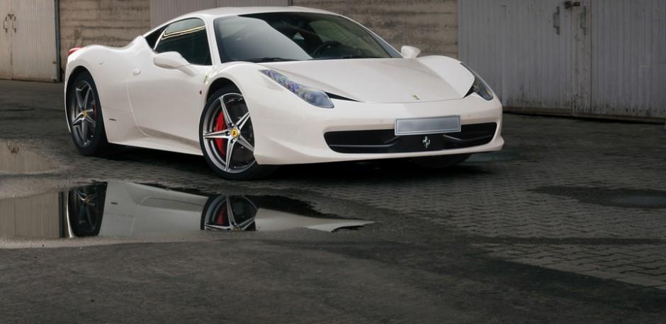 Luxury car rental in italy ferrari